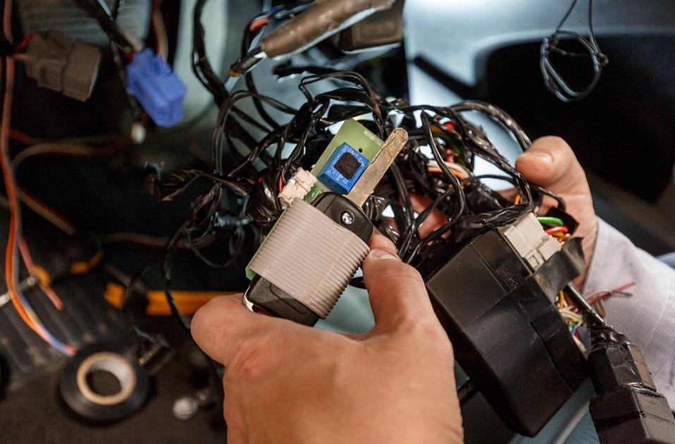 Установка авто сигнализации в Воронеже: услуги автоэлектрика от компании «PDR Сервис»